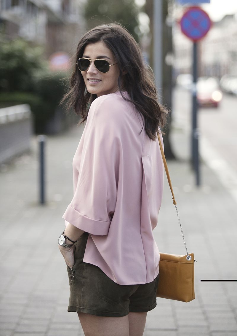 Handknitted cardigan streetstyle spring 2016 BlogForShops for Misses Breda wearing Joseph silk top Rabens Saloner shorts and Maria Jobse handbag
