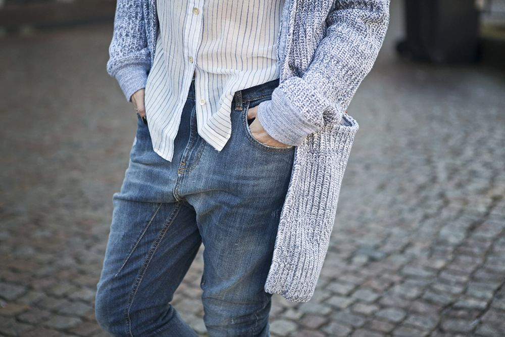 Streets style spring summer 2015 relaxed blue jeans striped shirt cardigan www.blogforshops.nl
