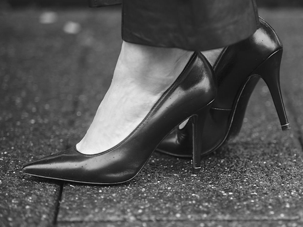 streetstyle BlogForshops for Linja shoes, black pointed heels pump timeless iconic